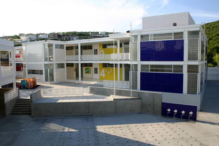 Kinder Kipling Irapuato - VMArquitectura: Casas de estilo  por VMArquitectura