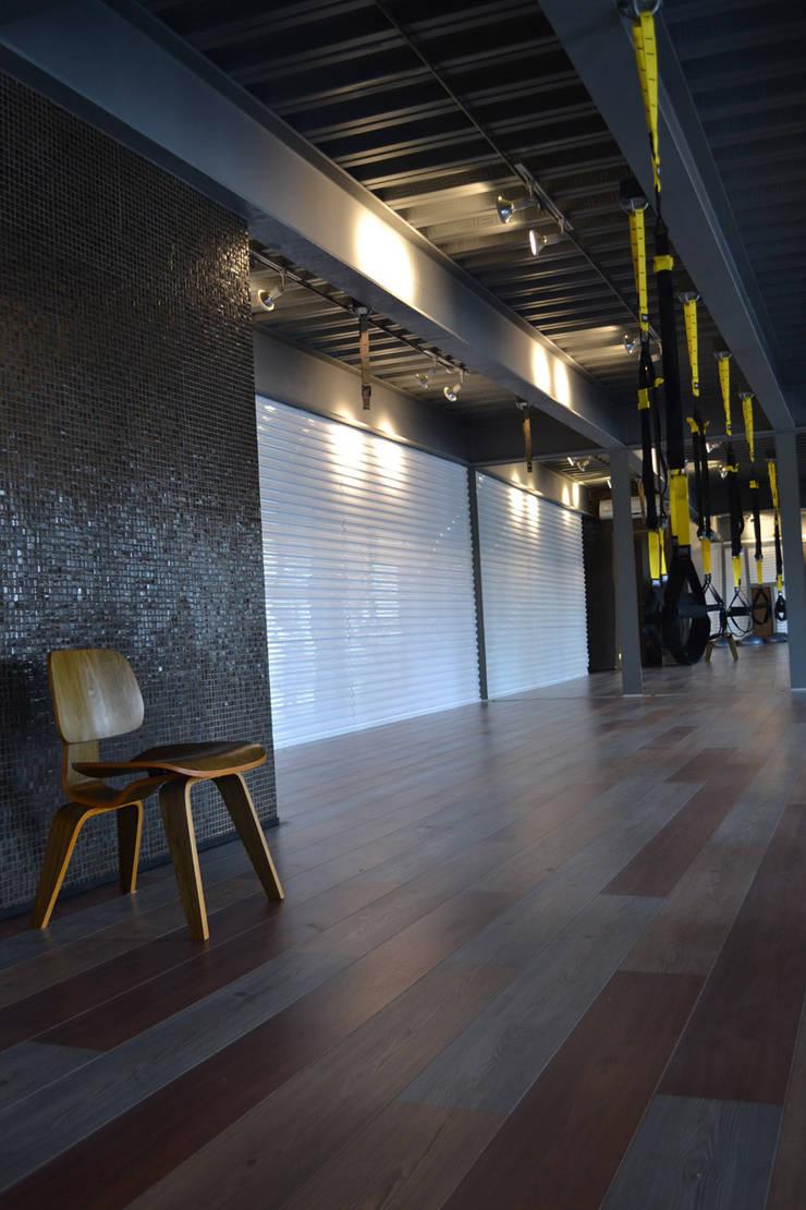 Gimnasio R2 - VMArquitectura: Gimnasios de estilo  por VMArquitectura