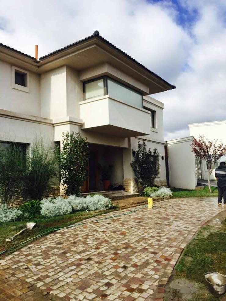 ACCESO vivienda:  de estilo  por modulo cinco arquitectura