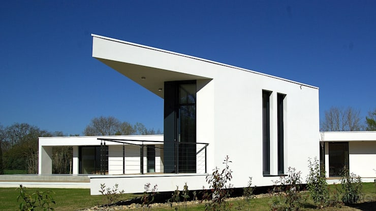 Une villa élégante et unique en son genre: Maisons de style  par Archionline