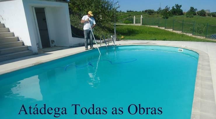 Manutenção de piscinas: Jardins  por Atádega Sociedade de Construções, Lda