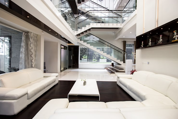Contermporary Elegance:  Living room by A360architects