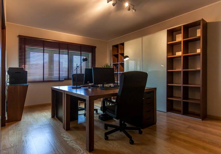 Tòa nhà văn phòng by ÀS DUAS POR TRÊS