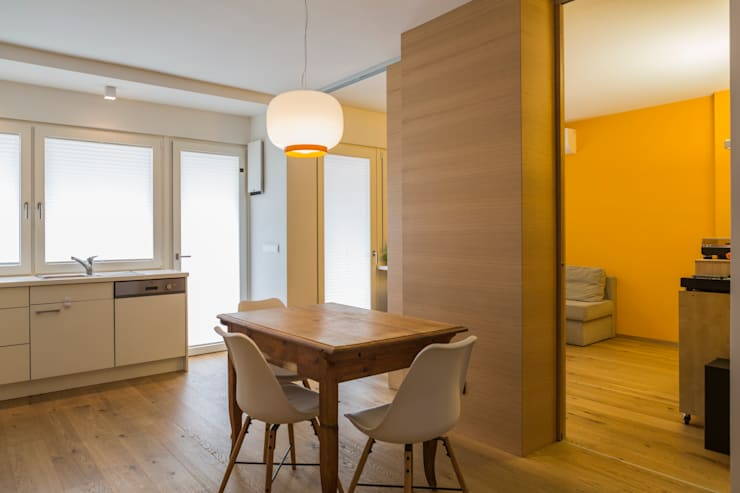 Apartment G&G: Soggiorno in stile in stile Classico di Manuel Benedikter Architekt
