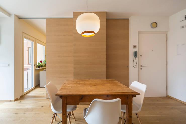 Apartment G&G: Sala da pranzo in stile in stile Classico di Manuel Benedikter Architekt