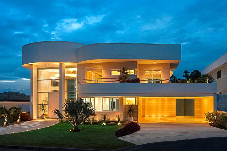Casa Europa: Casas  por Arquiteto Aquiles Nícolas Kílaris