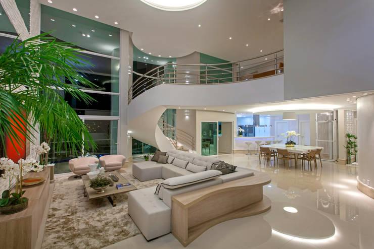 Salas de estilo  por Arquiteto Aquiles Nícolas Kílaris
