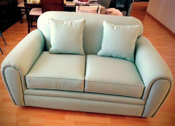 Vista frontal del Love Seat :  de estilo  por Estilo en muebles