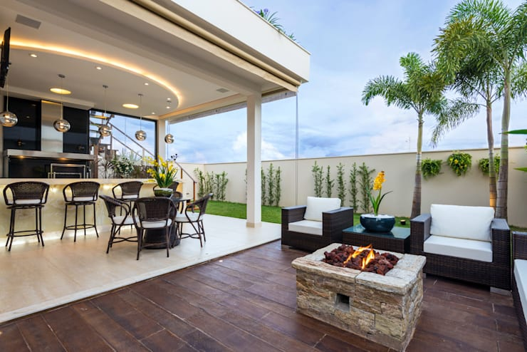 Patios by Designer de Interiores e Paisagista Iara Kílaris