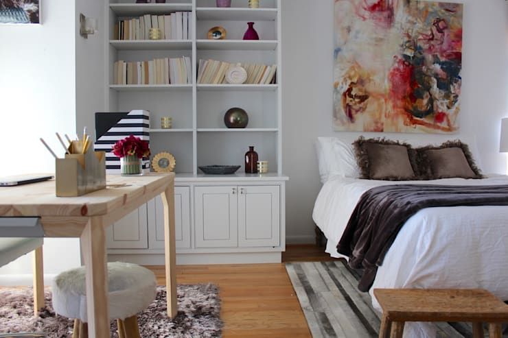 Bright and Eclectic Foggy Bottom Apartment:  Bedroom by NAFASI