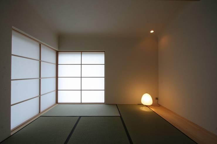 Multimedia room by 藤松建築設計室
