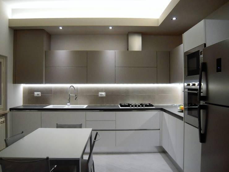 modern Kitchen by ARREDAMENTI VOLONGHI s.n.c.