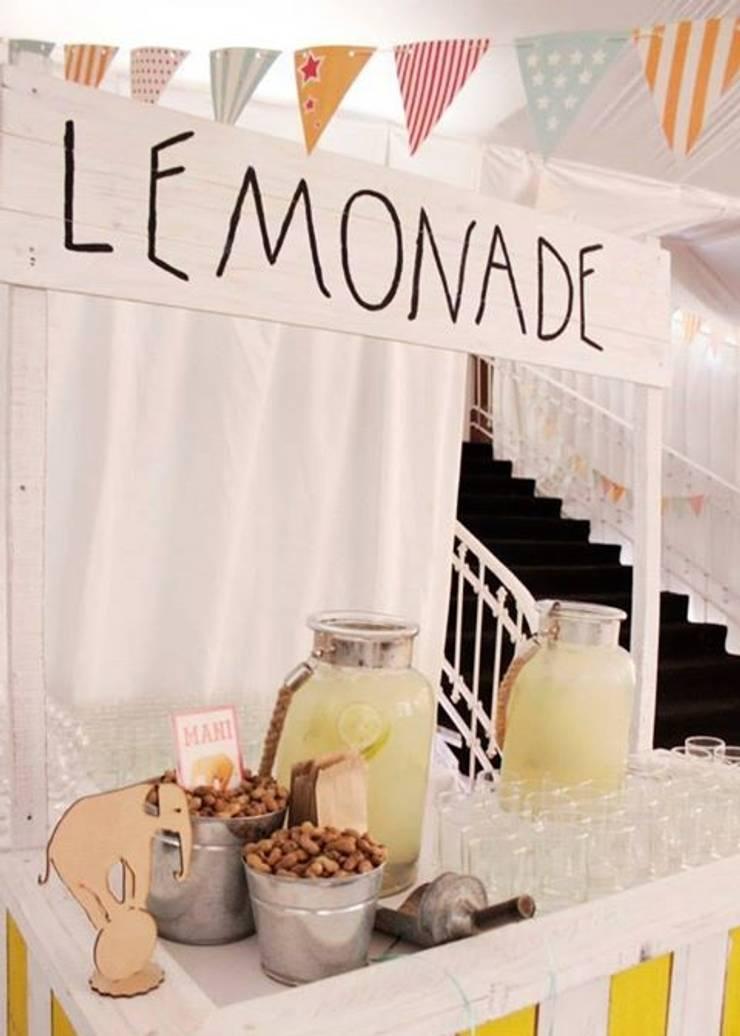 Stand Lemonade: Jardines de estilo  por Algo de Mi