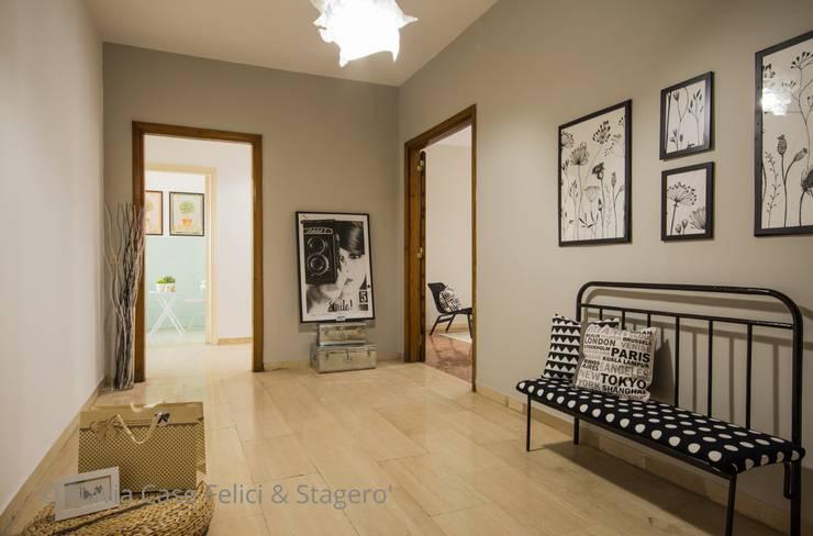 Home Staging a Ponte Milvio: Ingresso & Corridoio in stile  di Flavia Case Felici