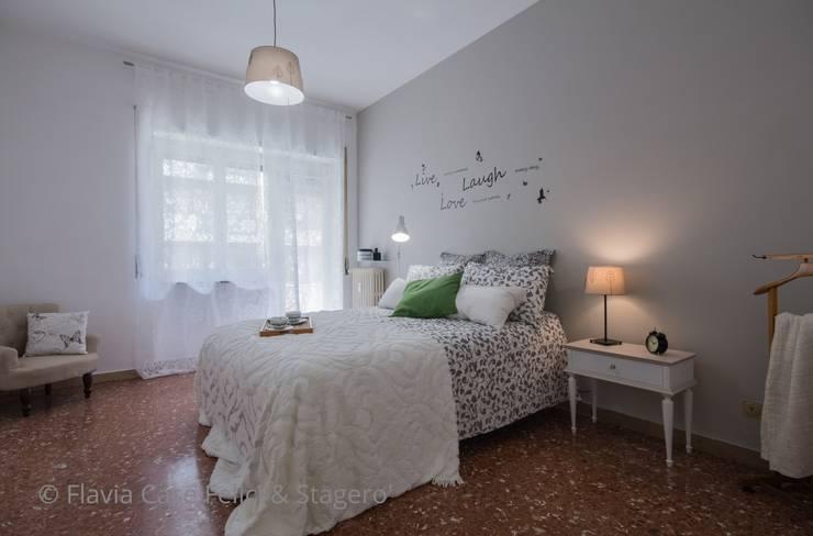 Home Staging a Ponte Milvio: Camera da letto in stile in stile Classico di Flavia Case Felici