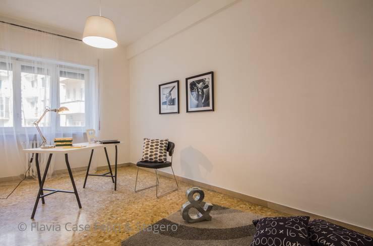 Home Staging a Ponte Milvio: Studio in stile in stile Classico di Flavia Case Felici