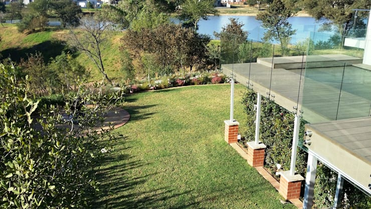 Boardwalk Meander Estate:  Garden by Gorgeous Gardens