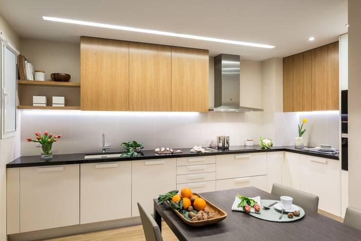 Кухни в . Автор – Laura Yerpes Estudio de Interiorismo,