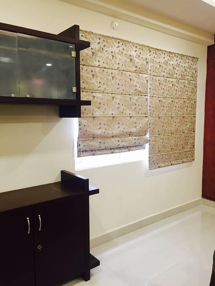 Residential 3bhk, Madhapur:  Dining room by DeTekton
