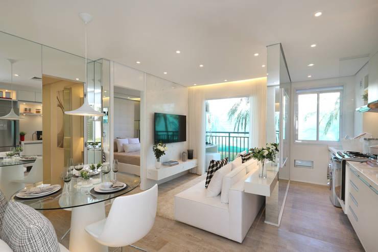 Salas / recibidores de estilo minimalista por Chris Silveira & Arquitetos Associados