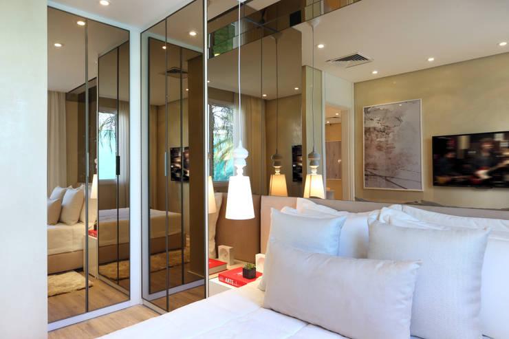 غرفة الملابس تنفيذ Chris Silveira & Arquitetos Associados