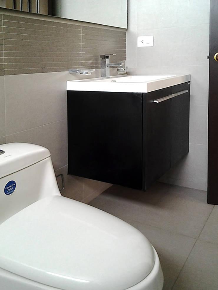 Reforma de baño: Baños de estilo  por Remodelar Proyectos Integrales
