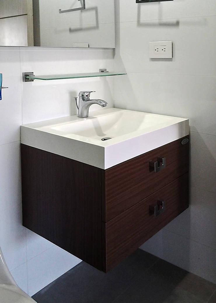 Remodelación de baño: Baños de estilo  por Remodelar Proyectos Integrales