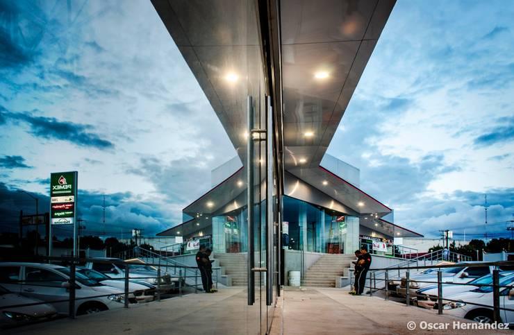 PLAZA DAVILA / ARQUS ESTUDIO:  de estilo  por Oscar Hernández - Fotografía de Arquitectura