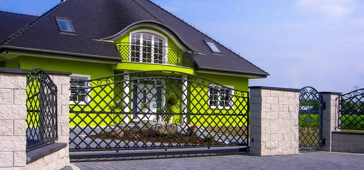 Realizacja ogrodzenia 4: styl , w kategorii Ogród zaprojektowany przez Armet