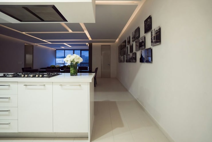 DEPARTAMENTO EN PARQUES POLANCO, CDMX: Pasillos y recibidores de estilo  por HO arquitectura de interiores