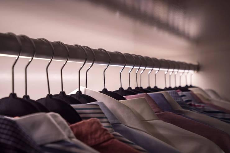 DEPARTAMENTO EN PARQUES POLANCO, CDMX: Vestidores y closets de estilo  por HO arquitectura de interiores