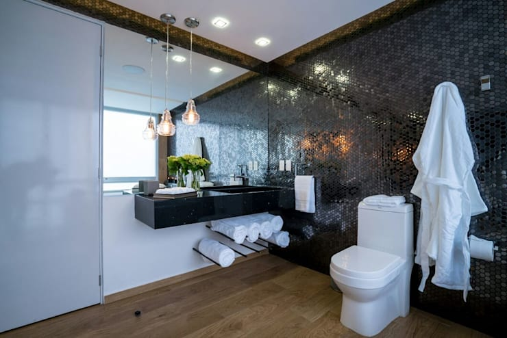 modern Bathroom by HO arquitectura de interiores