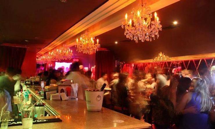 Rouge Bar- Salón y Barra: Bares y Clubs de estilo  por 1en1arquitectos