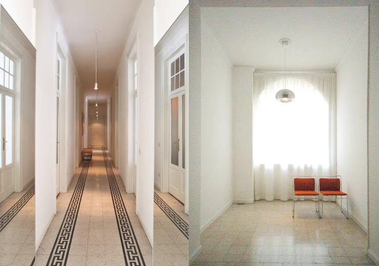Pasillos, vestíbulos y escaleras de estilo ecléctico de Fabio Azzolina Architetto Ecléctico