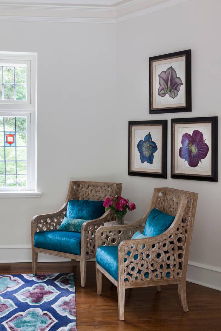 seating corner : classic Living room by Mel McDaniel Design
