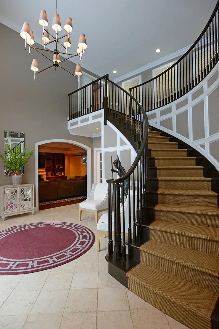 Villanova :  Corridor & hallway by Mel McDaniel Design