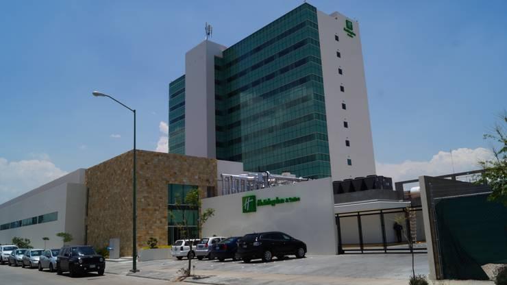 Hotel Holiday Inn León Gto.: Casas de estilo  por Studio Glass
