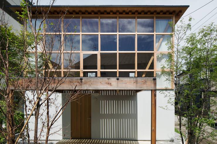 山路哲生建築設計事務所의  창문