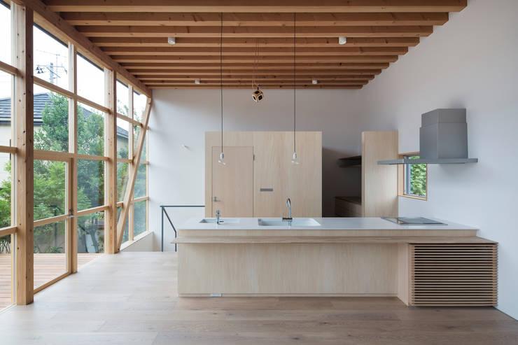 module grid house: 山路哲生建築設計事務所が手掛けたキッチンです。