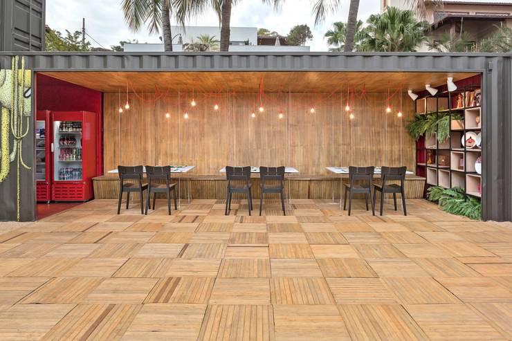 Ресторации в . Автор – MEIUS ARQUITETURA, Модерн Дерево Эффект древесины