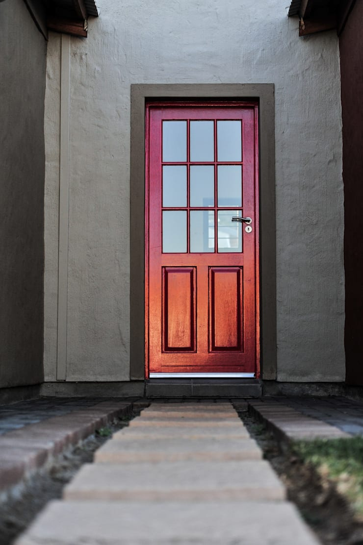 Front Door:  Houses by OLIVEHILL Architects,