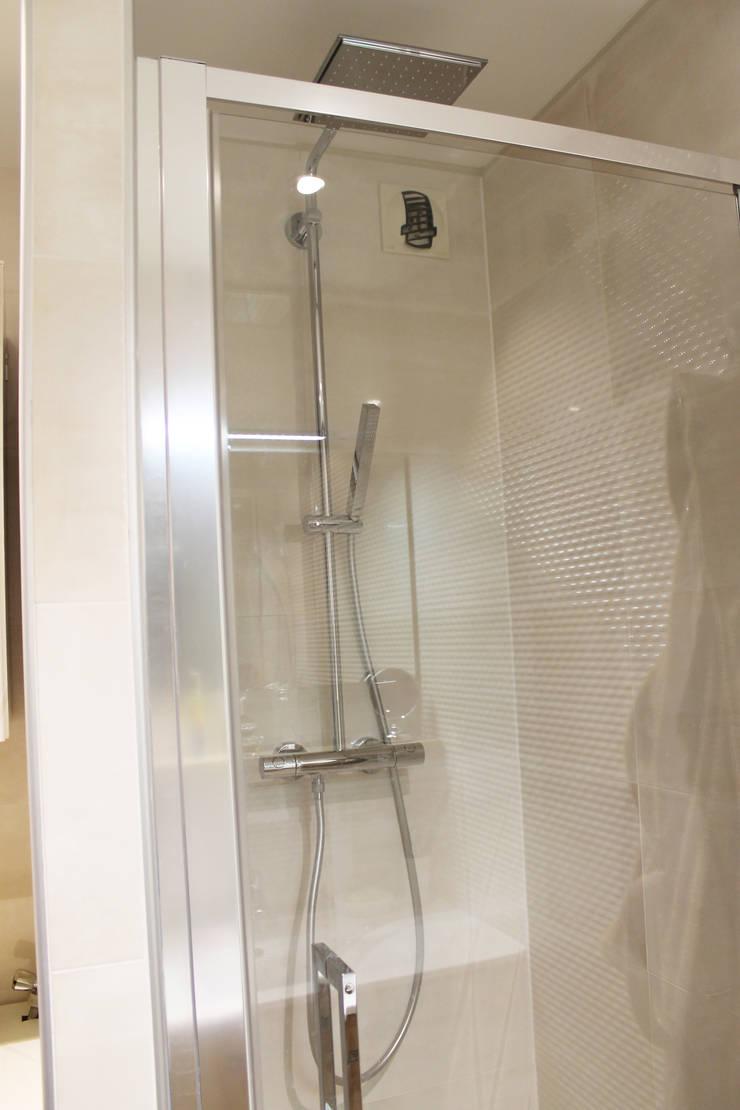 Modern Bathroom by Agence ADI-HOME Modern Iron/Steel
