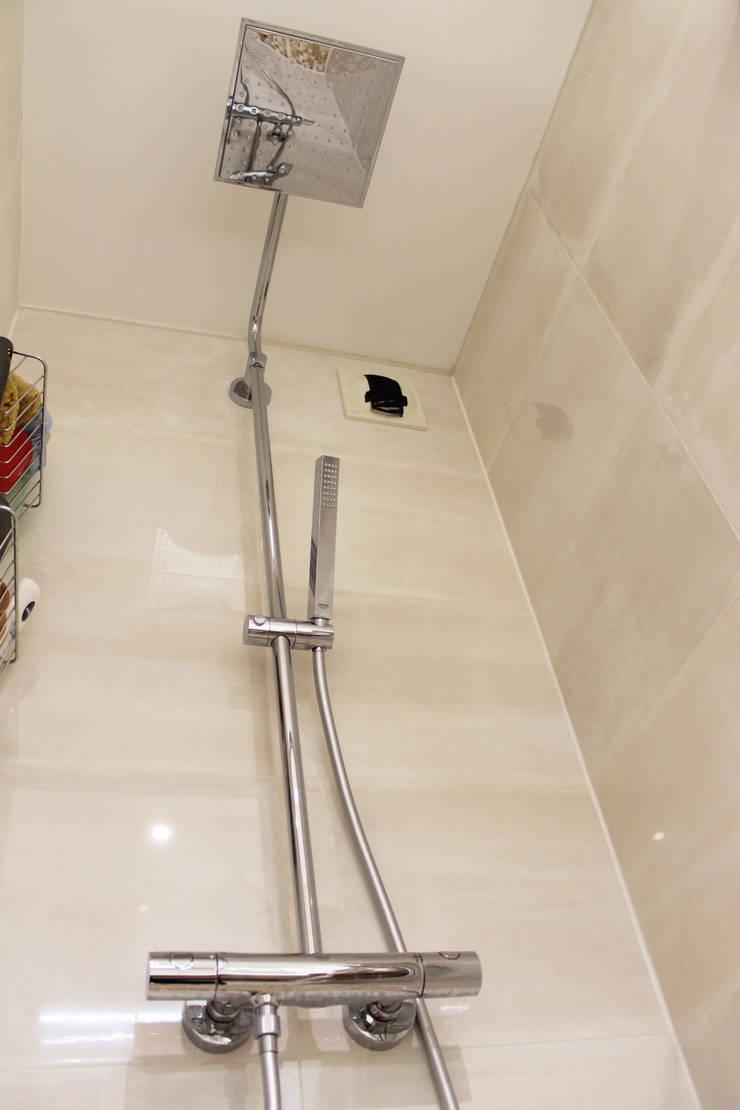 Modern Bathroom by Agence ADI-HOME Modern Ceramic