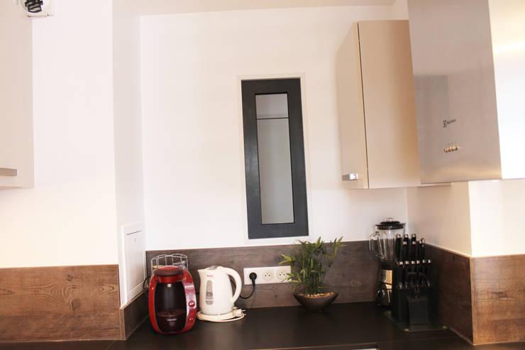 Modern Kitchen by Agence ADI-HOME Modern Aluminium/Zinc