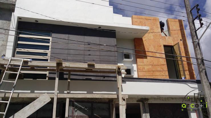 Casa Estilo Minimalista: Casas de estilo  por ARCO +I