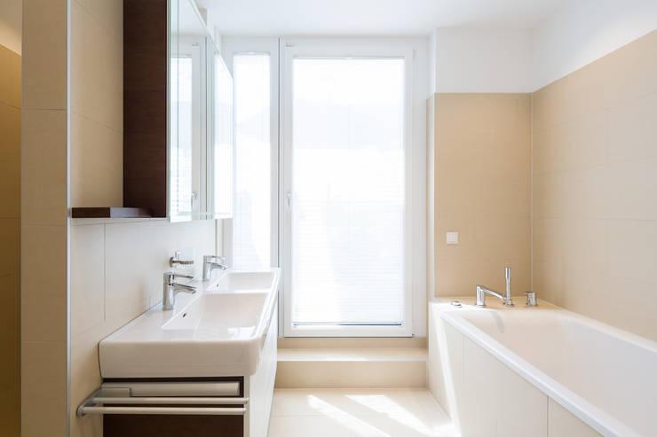 Bathroom by Kathameno Interior Design e.U.