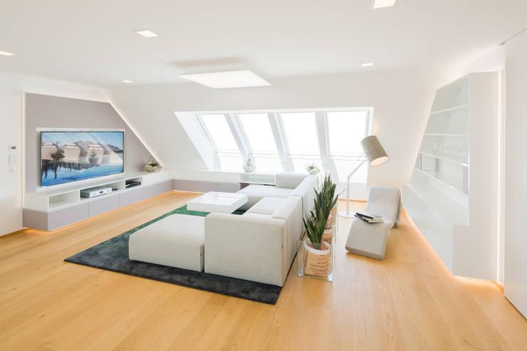 Wohnzimmer:  Wohnzimmer von Kathameno Interior Design e.U.