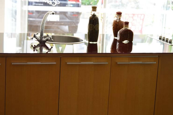 Cocina modular importada (OULIN): Cocina de estilo  por Decoglass Center