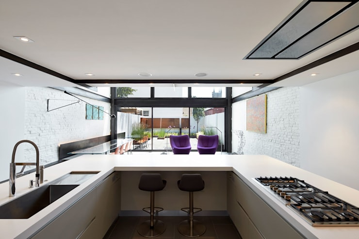 Salt + Pepper House:  Kitchen by KUBE Architecture
