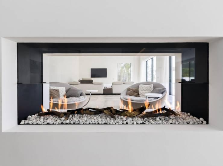 Chimenea de gas doble vista: Salones de estilo  de Bornelo Interior Design